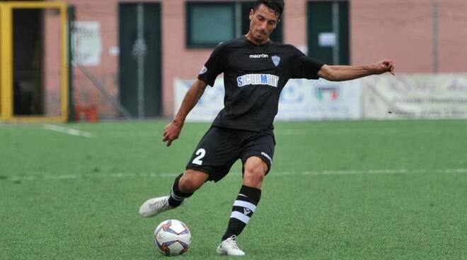 Luca Oneto con la maglia della Lavagnese.