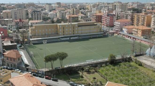 """Veduta dall'alto dello stadio """"Riboli"""" di Lavagna."""
