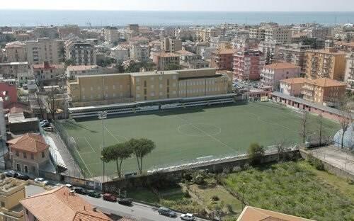 """Il campo sportivo """"Riboli"""" di Lavagna."""