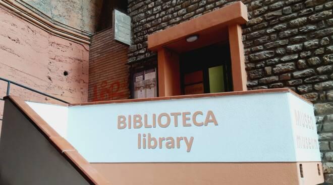 L'ingresso alla biblioteca di Camogli.