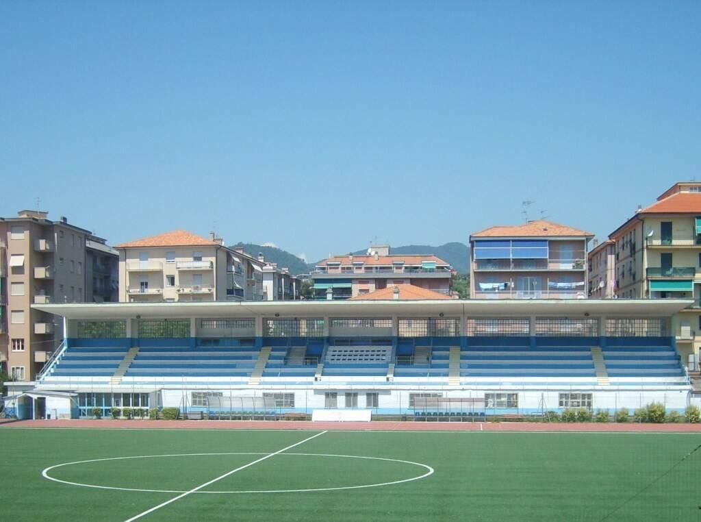 """La tribuna dello stadio """"Comunale"""" di Chiavari."""