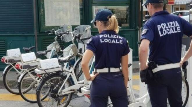 La Polizia Locale di Santa Margherita Ligure recupera la bicicletta del bike sharing rubata.