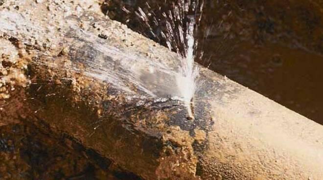 La rottura di un tubo dell'acqua.
