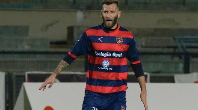 Mirko Bruccini, centrocampista spezzino e capitano del Cosenza.