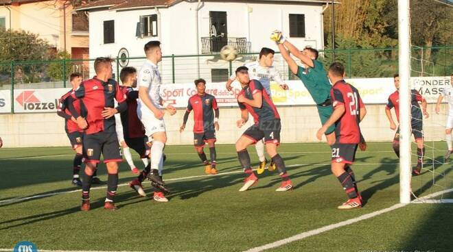 Alessio Rollandi giovane portiere qui impegnato con la maglia del Genoa Primavera al Torneo di Viareggio contro lo Spezia.