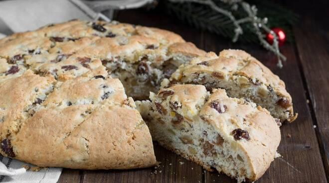 Il pandolce genovese, dolce tipico della Liguria sotto le feste di Natale.