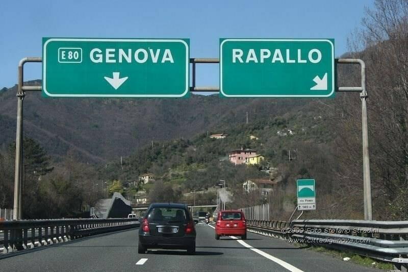 L'uscita del casello autostradale di Rapallo.