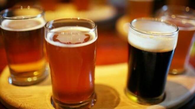 Pinte di birra pronte per essere sorseggiate.