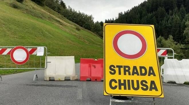 Strada chiusa al traffico.