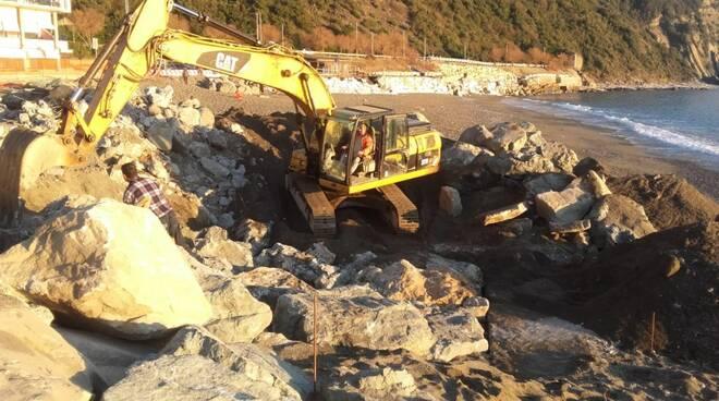 Il primo lotto di interventi sulla scogliera di Renà a Sestri Levante.