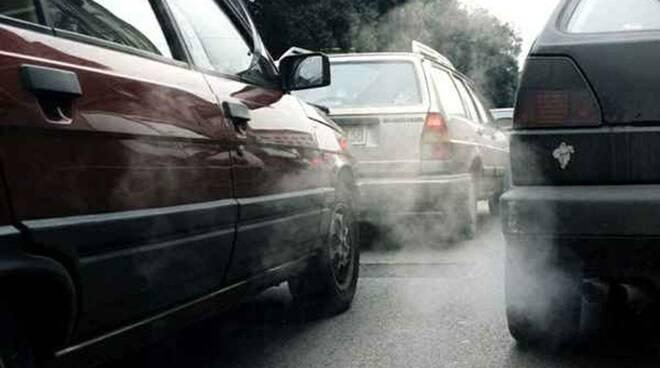 Si innalzano i livelli di smog e inquinamento in città.