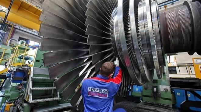 Un dipendente di Ansaldo Energia al lavoro.