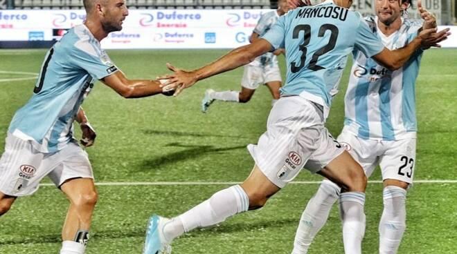 L'esultanza di Matteo Mancosu dopo un gol con la maglia della Virtus Entella.