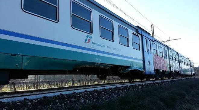 Treno Regionale in transito in Liguria.