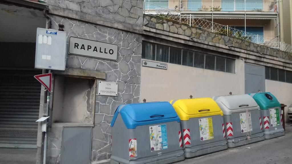 Conferimento dei rifiuti a Rapallo.