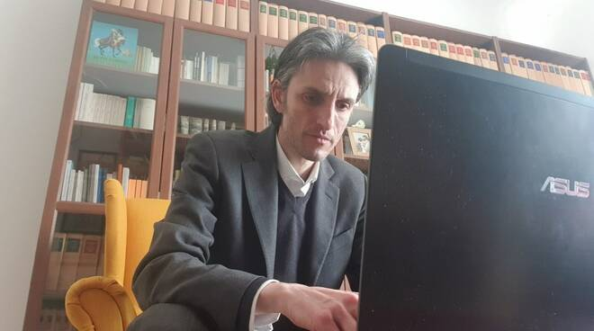 Il sindaco Paolo Donadoni in conference call.