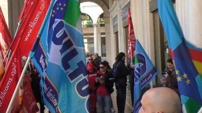 La manifestazione della UILTucS.