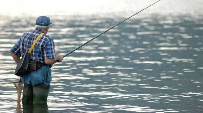 Pesca nel fiume.