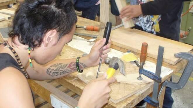 Giovani Artigiani al lavoro.