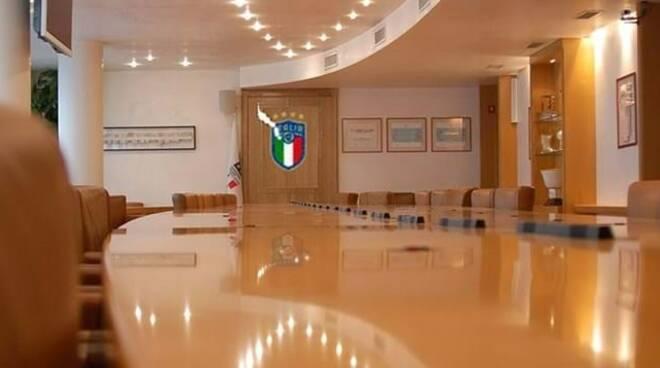 Il tavolo di discussione del Consiglio Federale in FIGC.