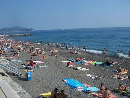 Spiaggia libera a Lavagna
