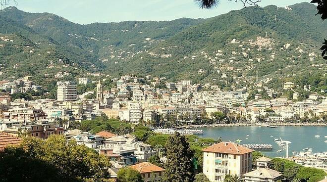 Un bel panorama di Rapallo.