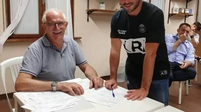 Federico Mosto al momento della firma con il Golfo Paradiso PRCA.