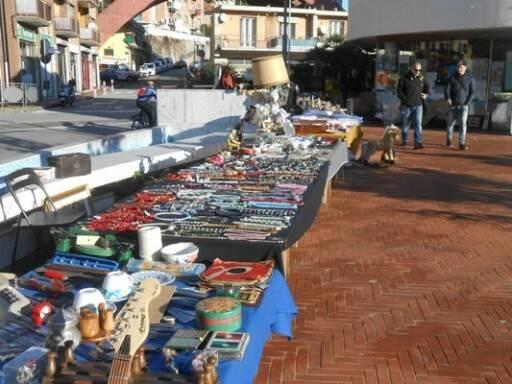 Il mercatino di antiquariato di Recco.