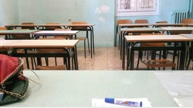 scuola, banchi, alunni