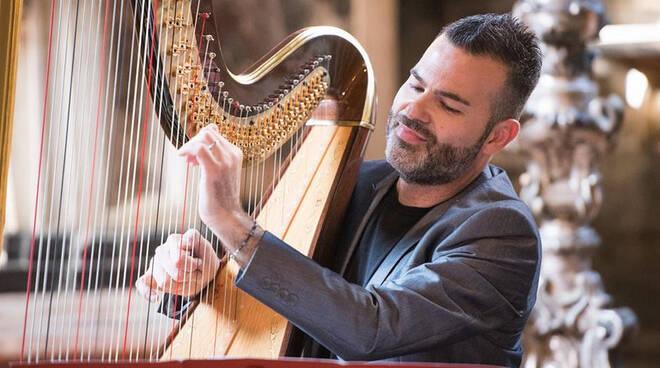 Davide Burana, suonerà l'arpa a Rapallo