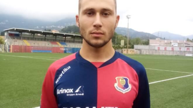 Gianluca Righetti, centrocampista classe 2000, con la maglia del Sestri Levante.