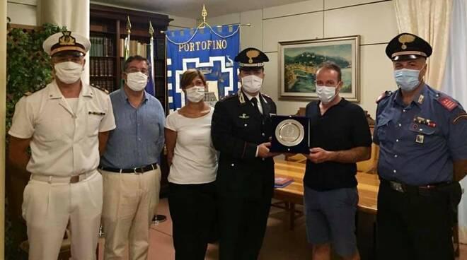 Il Comune di Portofino omaggia il comandante Clemente dei Carabinieri di Santa Margherita Ligure.