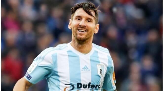 Leo Messi con la maglia della Virtus Entella.
