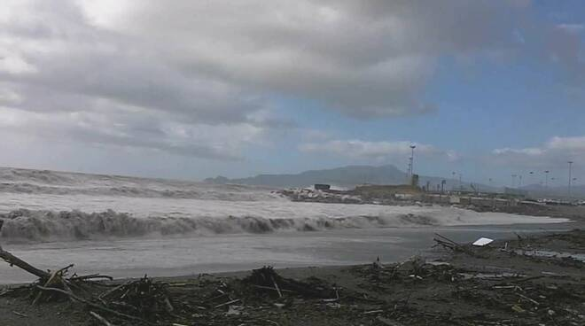 Mareggiata sulle spiagge di Chiavari.