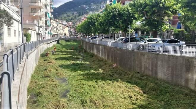 Pulizia del torrente San Francesco a Rapallo.