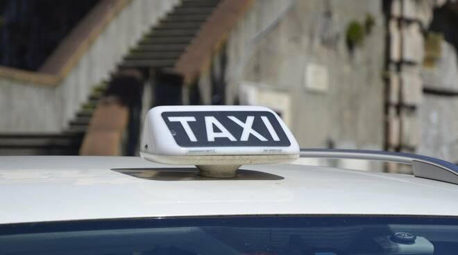 Taxi per strada