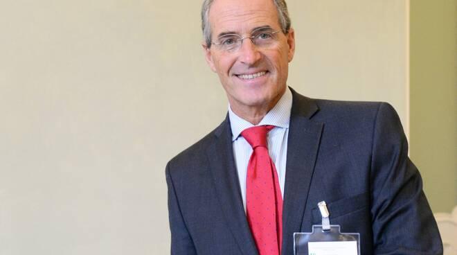 Carlo Dofour del Gaslini premiato con il Van Bekkum Award