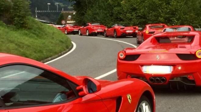 Ferrari in tour tra Camogli e Sestri Levante.
