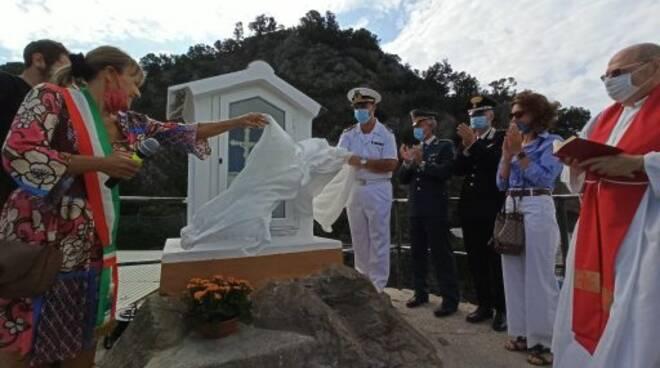 La nuova inaugurazione dell'edicola votiva dedicata al Santo Cristo al porto di Sestri Levante.