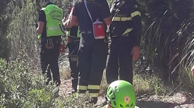 sentiero, donna ferita, vigili del fuoco