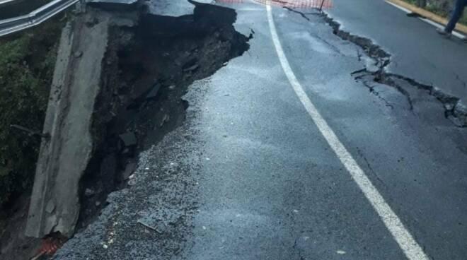La strada provinciale crolla a Rezzoaglio.