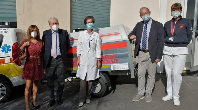 Nuovo carrello per emergenza sanitaria Coronavirus donato al 118 Genova da Banca Passadore.