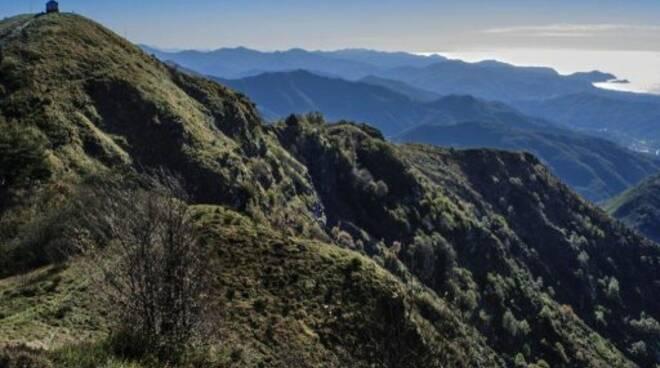 L'Alta via dei Monti Liguri nella foto di Giovanni Lavezzo.