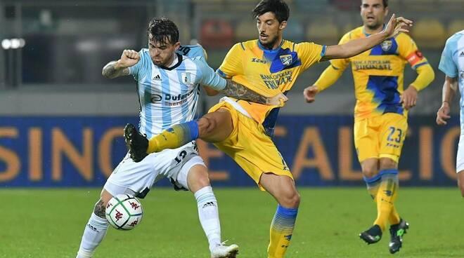 L'attaccante italo brasiliano della Virtus Entella Brunori impegnato in casa del Frosinone.