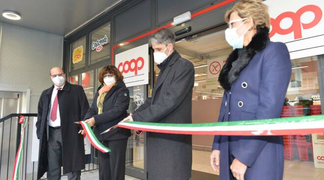 L'inaugurazione da parte del sindaco Donadoni della nuova Ipercoop di Santa Margherita Ligure.