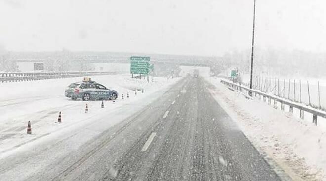 autostrada, nevicate, disagi (Credits viabilità Genova su fb)