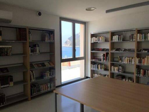 biblioteca del mare, riva trigoso, lettura (ph Mediaterraneo Servizi)