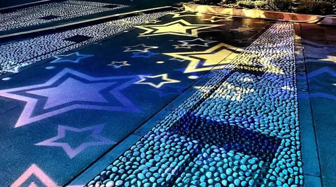 Giochi di luci natalizie a Recco sul Palazzo Comunale e in piazza Nicoloso.