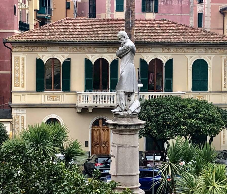 Il monumento insignito a Mazzini a Santa Margherita Ligure.