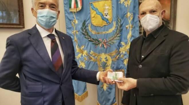 """Il Rotary Chiavari dona 30 """"cards"""" buoni spesa al Comune di Lavagna."""